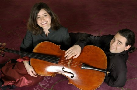 小号和大提琴乐器