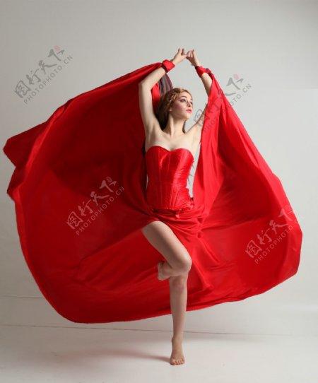 红色人体艺术摄影图片