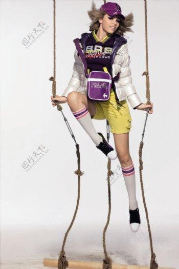 运动休闲服饰模特美女图片