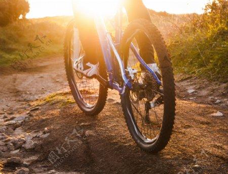 骑自行车的生活人物摄影