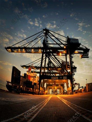 工业生产港口夜景图片