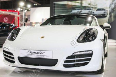 白色豪华轿车展示图片