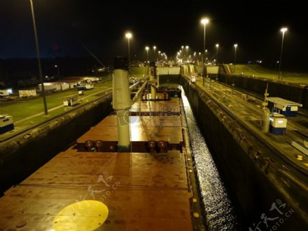 夜色下的船舶