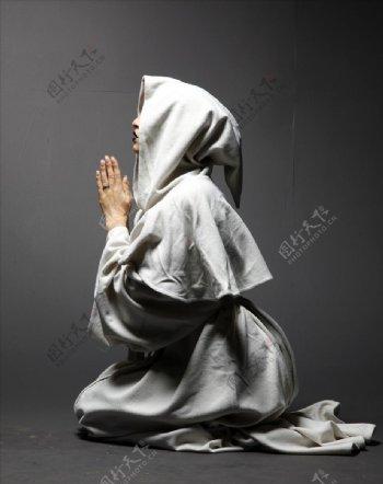 国外的祈祷人物