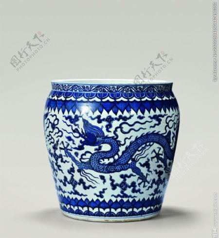 青花龙纹鼓型缸
