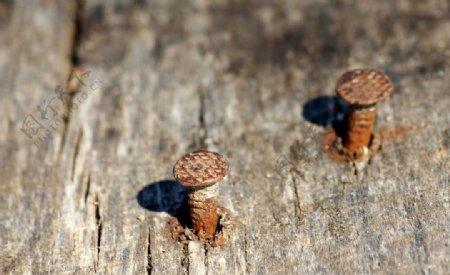 螺丝钉木板生锈背景海报素材图片
