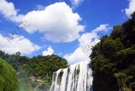 黄果树瀑布蓝天绿树自然风景图片