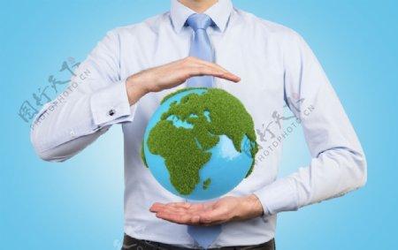 手捧地球图片