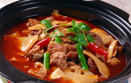 热笋子羊肉煲图片