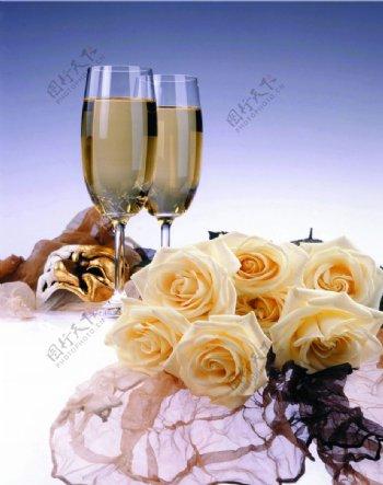 玫瑰花卉红酒杯图片