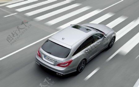 奔驰C63斑马线图片