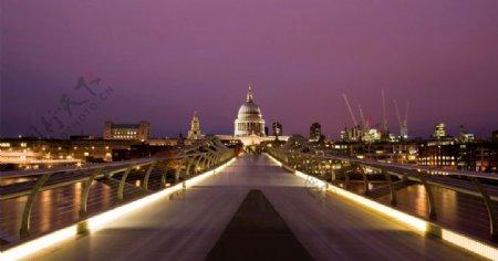 夜晚发光桥图片